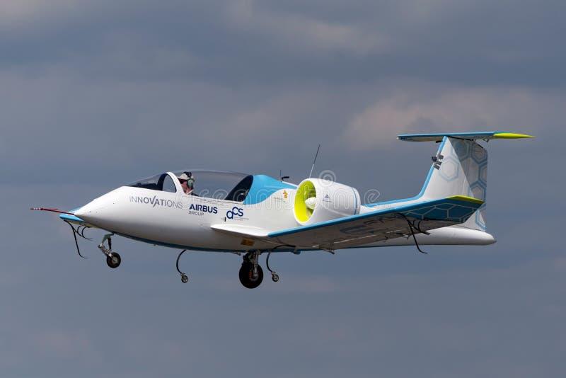 La E-fan de Airbus es un avión eléctrico del prototipo que es convertido por el grupo de Airbus fotografía de archivo