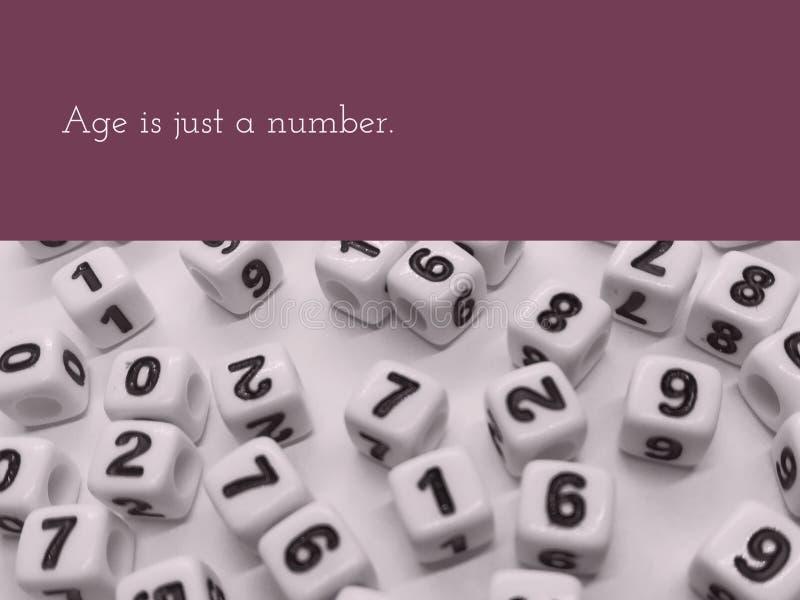 La edad es apenas una cita inspirada del número fotografía de archivo