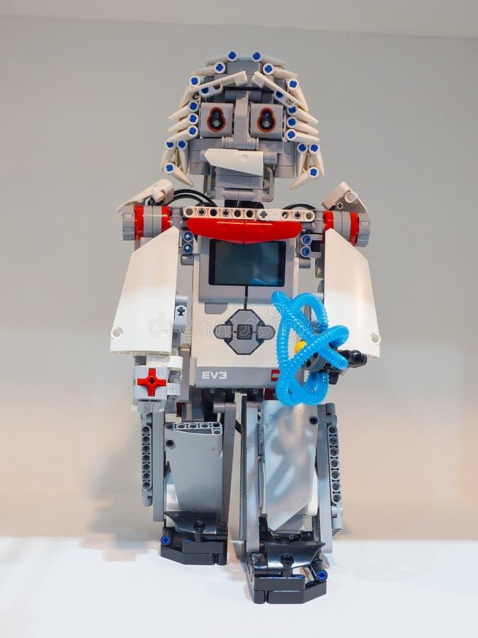 La edición de la educación de Lego Mindstorms EV3 es el equipo de la robótica de la tercera generación en línea del ` s Mindstorm imagen de archivo