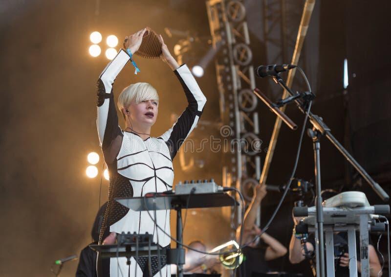 La electro banda de ONUKA se realiza en el festival del fin de semana del atlas Kiev, Ucrania imagen de archivo libre de regalías