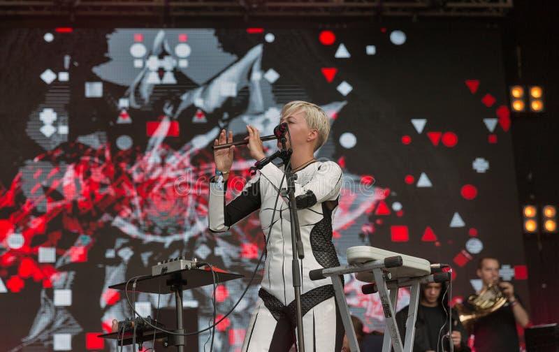 La electro banda de ONUKA se realiza en el festival del fin de semana del atlas Kiev, Ucrania fotografía de archivo libre de regalías