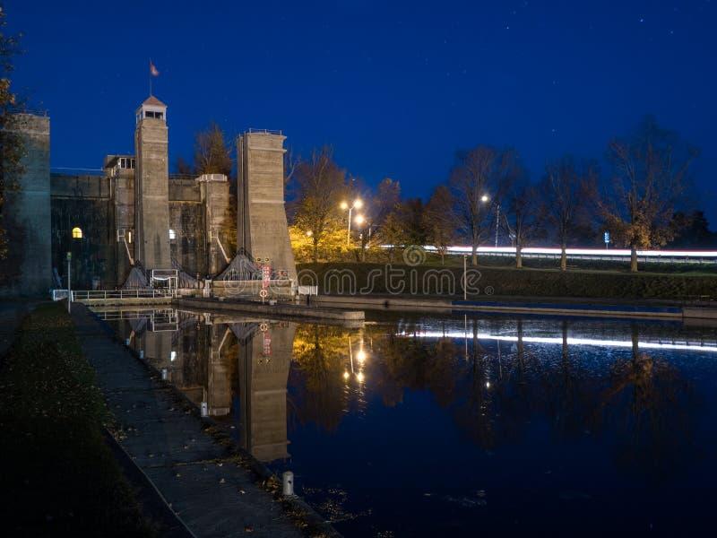 La elevación de Peterborough cierra a Trent Severn Waterway At Dusk fotos de archivo