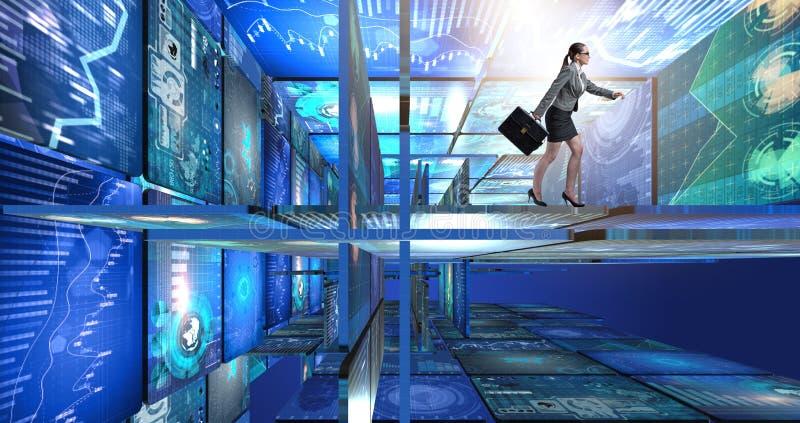 La empresaria que camina en concepto de la gestión de datos foto de archivo libre de regalías