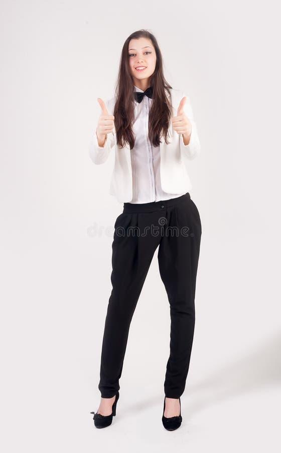 La empresaria sonriente con los pulgares sube gesto foto de archivo