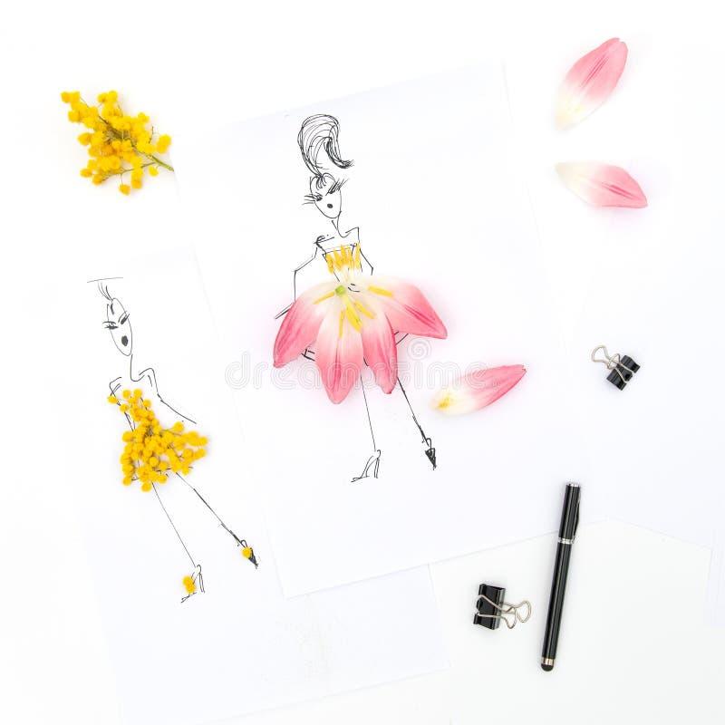 La endecha plana con la mimosa del tulipán del libro del bosquejo florece libre illustration