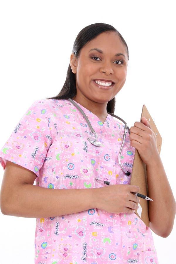 La enfermera pediátrica hermosa adentro friega fotos de archivo libres de regalías