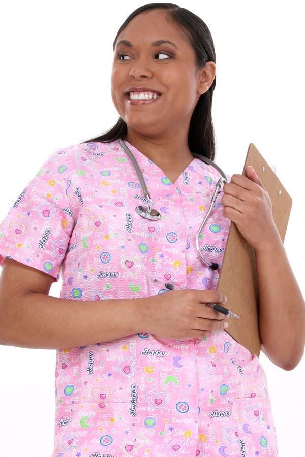 La enfermera pediátrica hermosa adentro friega imágenes de archivo libres de regalías