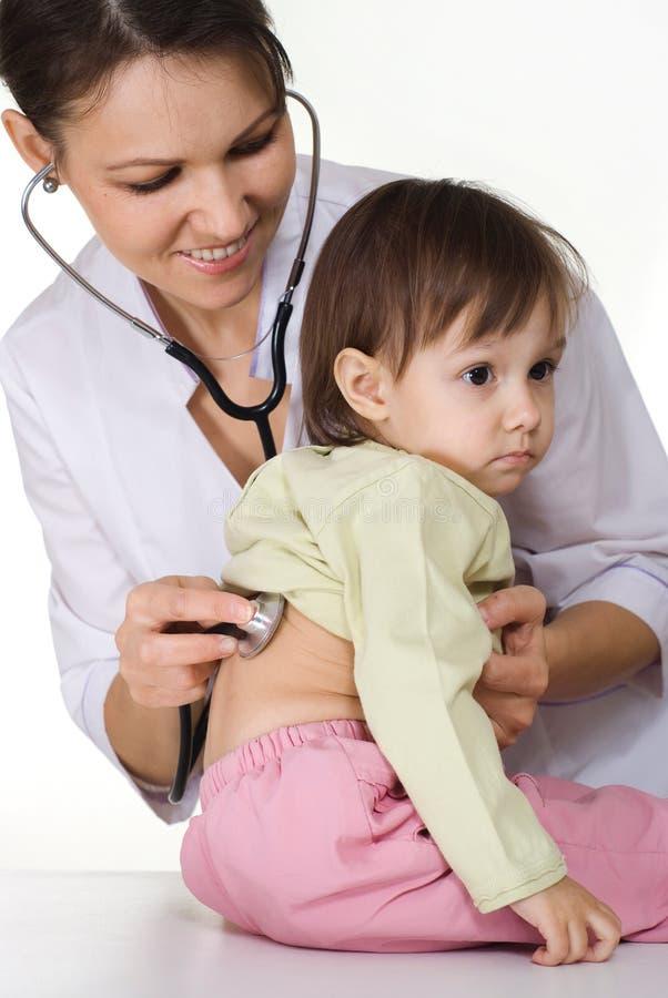 La enfermera trabaja con el cabrito foto de archivo libre de regalías