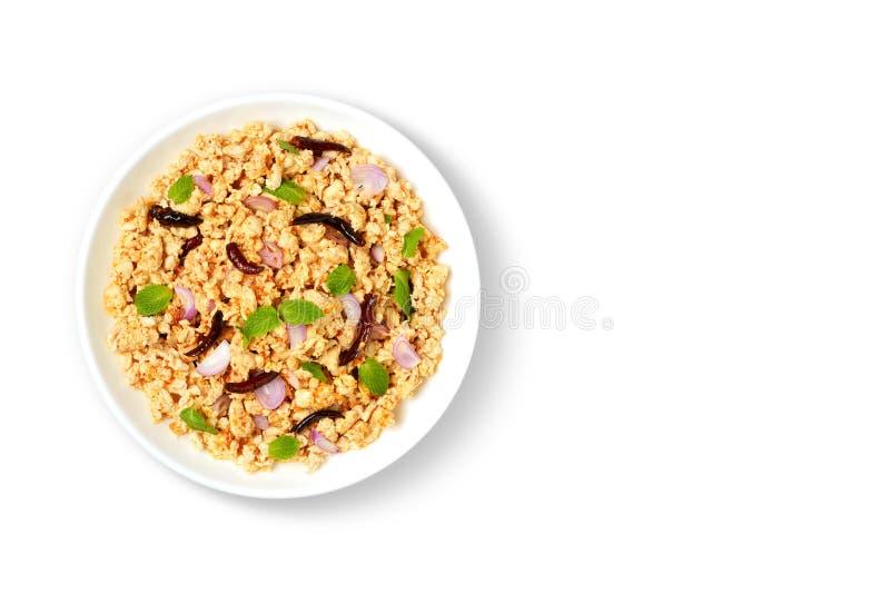 La ensalada picadita picante del cerdo es cocina tailandesa de la comida en Tailandia aisló en la opinión superior del plato blan fotos de archivo