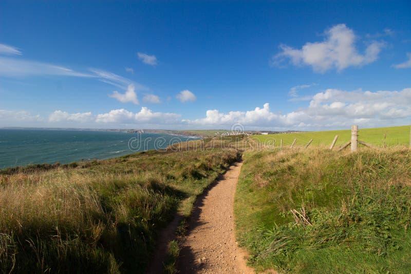 La ensenada de la esperanza a la trayectoria costera del sudoeste de Thurlestone sabida tiene la gran repisa, Devon imagenes de archivo
