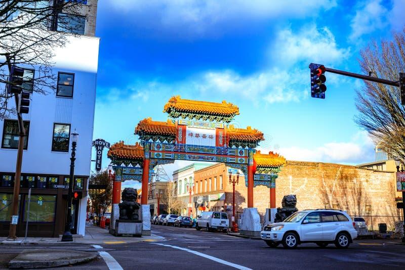 La entrada adornada al área de Chinatown de Portland foto de archivo