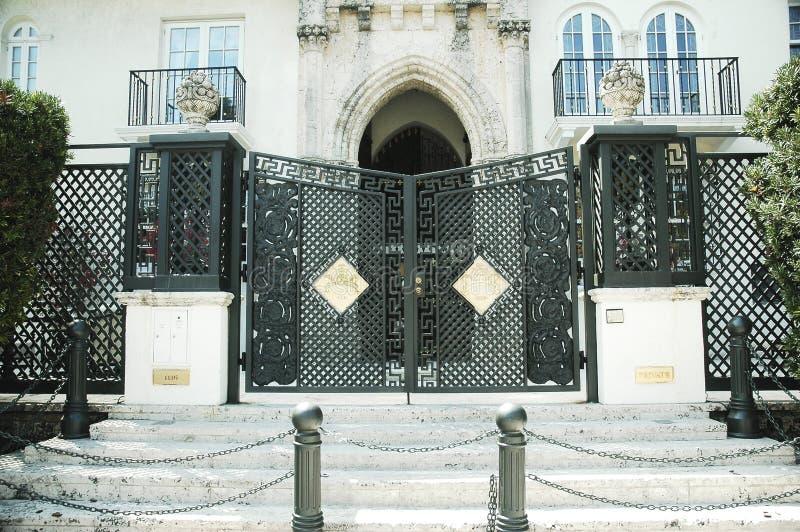 La entrada a Art Deco Casa Casuarina aka la casa de Versace en la impulsión del océano en Miami Beach, la Florida fotos de archivo