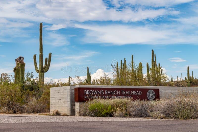 La entrada de la cabeza de rastro del rancho de los marrones firma en Scottsdale fotografía de archivo