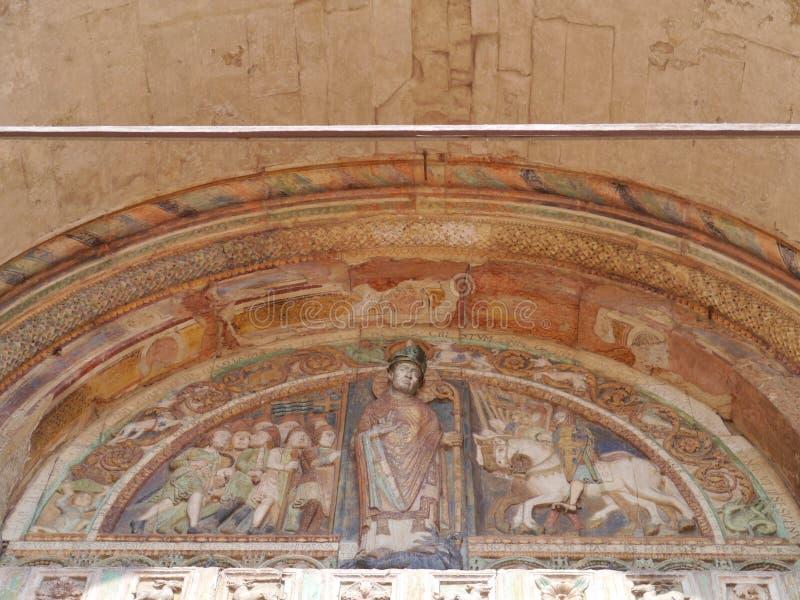 La entrada de la basílica de San Zeno en Verona fotografía de archivo libre de regalías