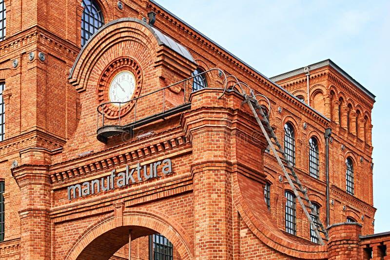 La entrada de Manufaktura, los artes se centra, alameda de compras, y complejo del ocio en Lodz, Polonia fotografía de archivo libre de regalías