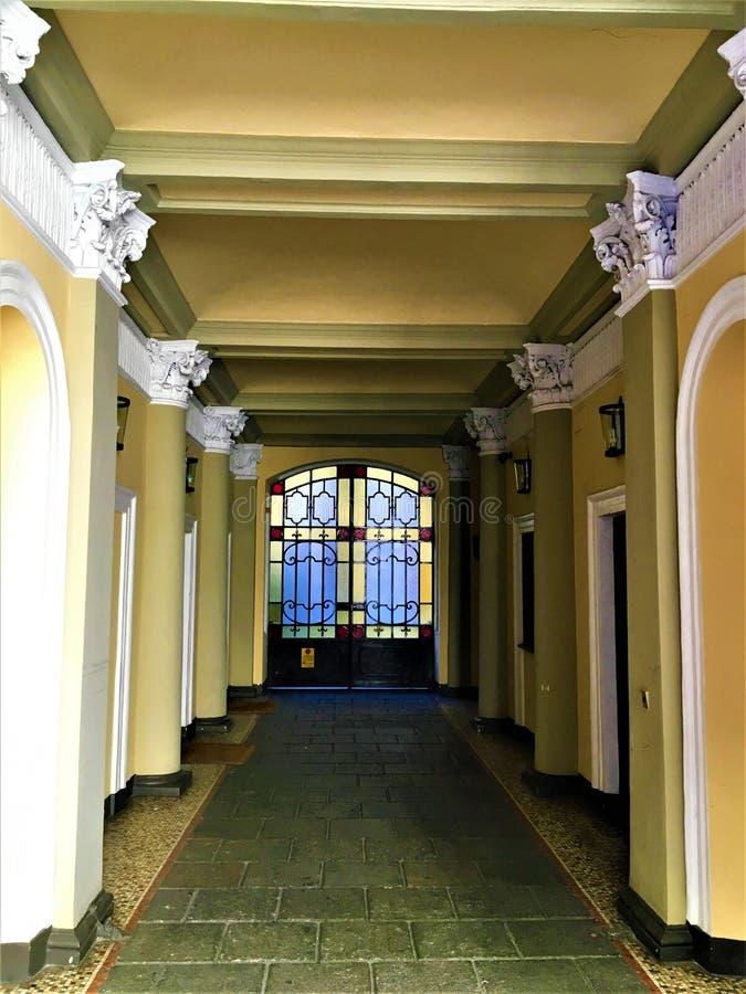 La entrada del edificio del estilo de la libertad en Turín fotografía de archivo
