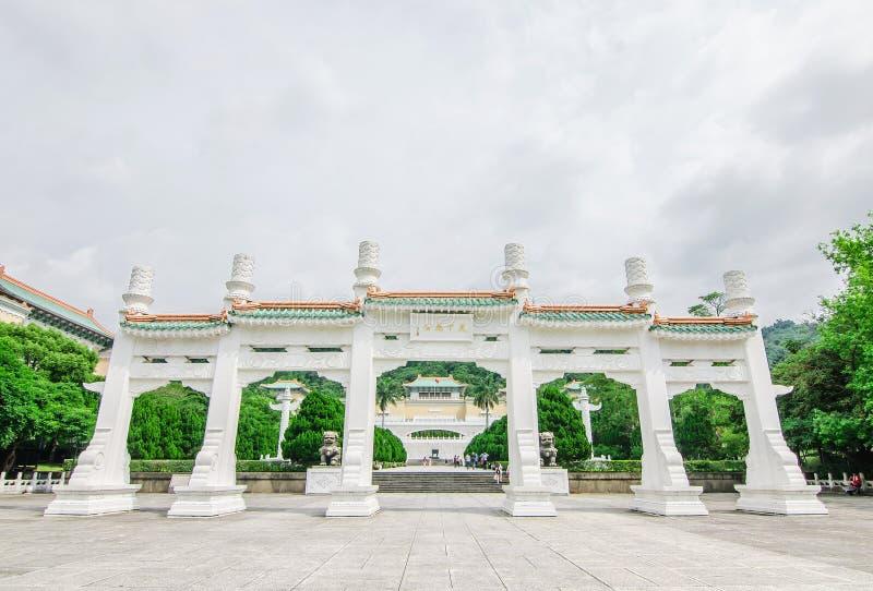 La entrada del museo de palacio nacional de Taiwán, el museo de palacio nacional en Taiwán es uno de los artefactos imperiales ch imágenes de archivo libres de regalías