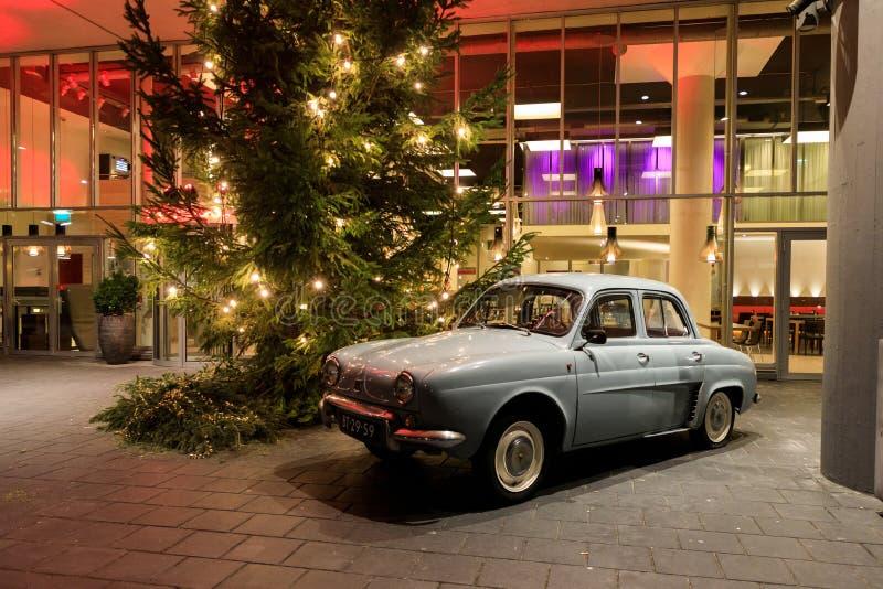La entrada del restaurante por la tarde, Amsterdam de Dauphine imagenes de archivo