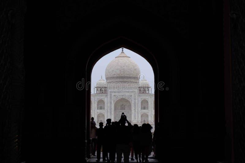 La entrada en el jardín principal de Taj Mahal foto de archivo libre de regalías
