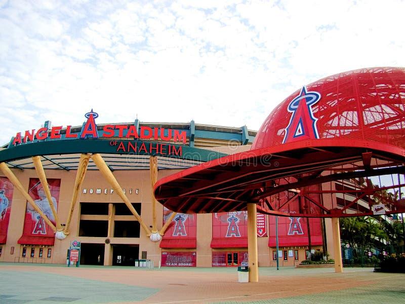 La entrada principal de Angel Stadium fotografía de archivo