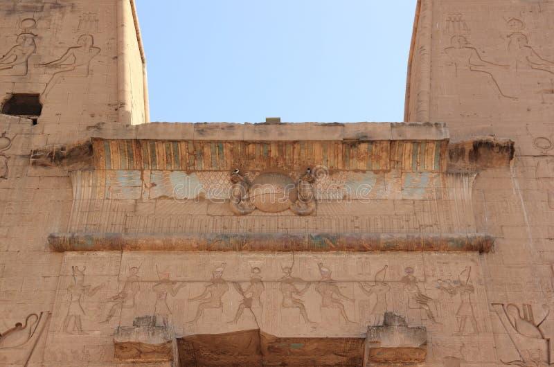La entrada principal del templo de Edfu Egipto fotografía de archivo libre de regalías