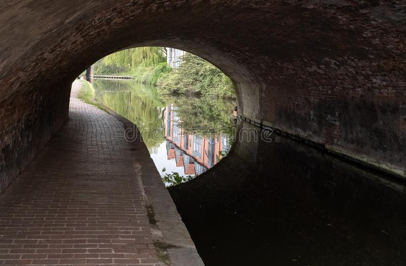 La entrada a un túnel en el canal de Chesterfield en Retford, Notts fotos de archivo