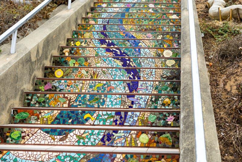 La escalera del mosaico, San Francisco en la escalera tejada décimosexto avenida de StepsMosaic, San Francisco en la décimosexto  fotografía de archivo libre de regalías