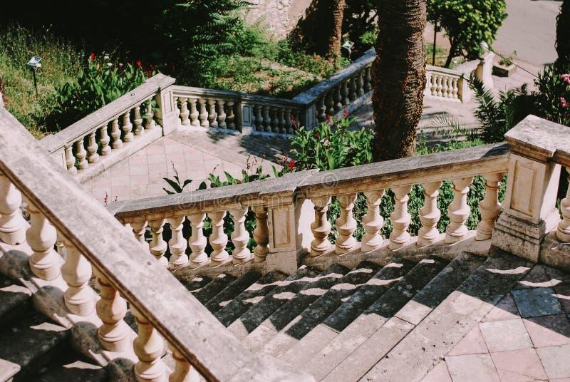 La escalera vieja de la natividad de la iglesia de la Virgen imagenes de archivo