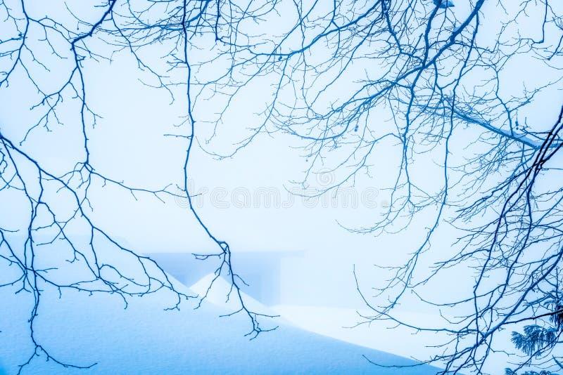La escena de la esmalte-nieve de la nieve en el soporte Lu fotografía de archivo