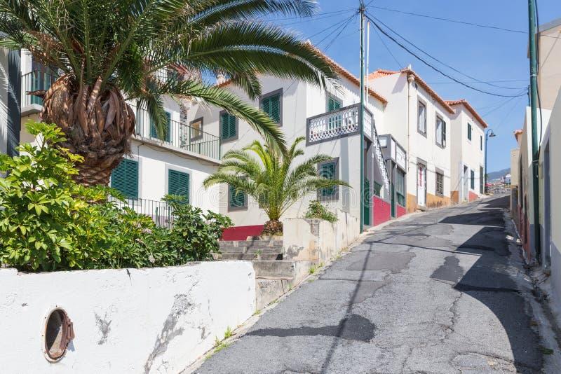La escena de la calle de Camara hace Lobos en Madeira, Portugal imagenes de archivo