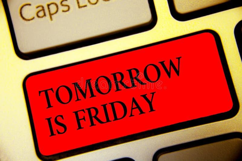 La escritura conceptual de la mano que muestra mañana es viernes Día de fiesta feliz del fin de semana del texto de la foto del n fotografía de archivo