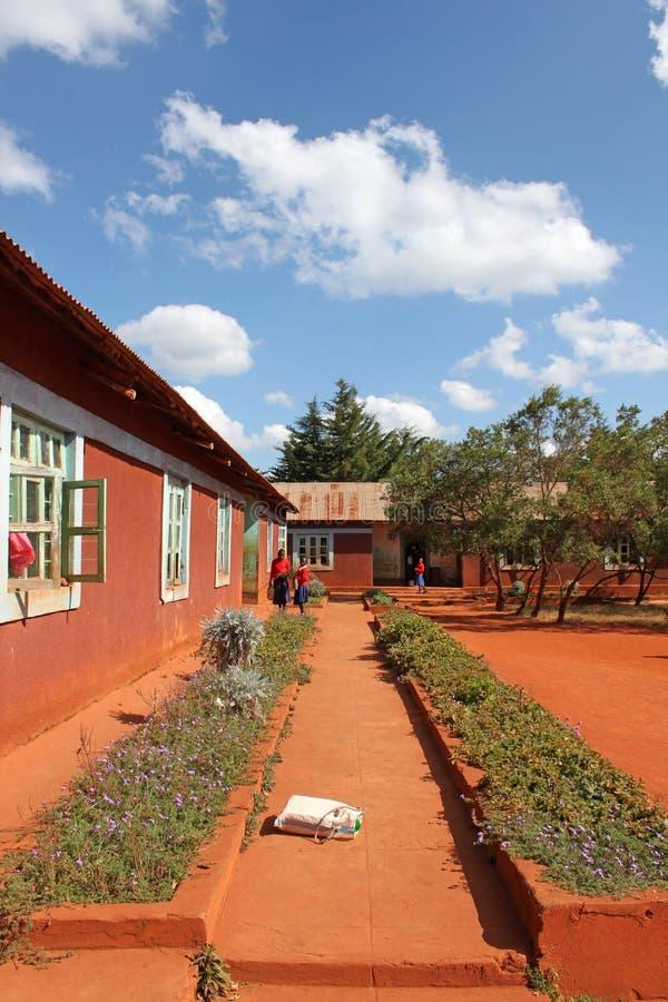 La escuela media en el pueblo de Pomerini en Tanzania - Afri fotografía de archivo