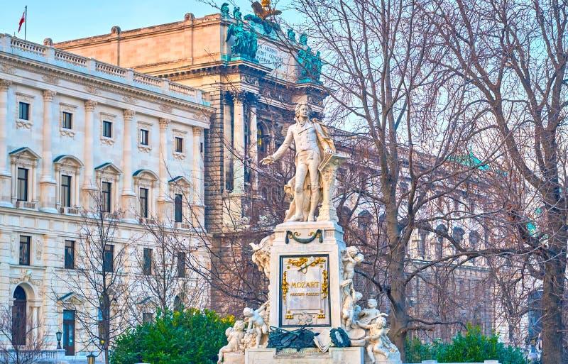 La escultura de mármol de Mozart en Burggarten, Viena, Austria fotografía de archivo