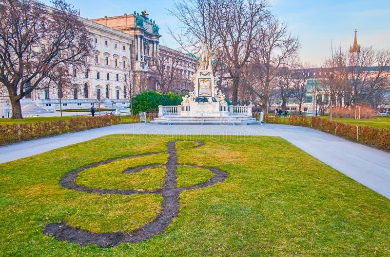 La escultura de Mozart en Burggarten, Viena, Austria fotografía de archivo libre de regalías