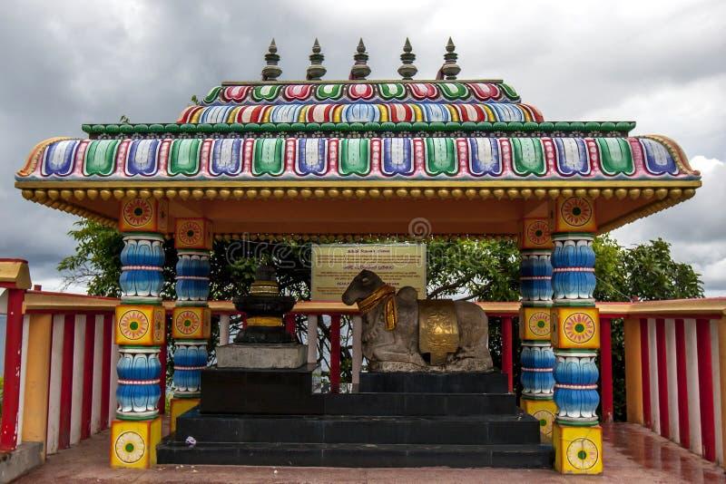La escultura de Nanthi Thevar en el Koneswaram hindú Kovil y x28; temple& x29; en Trincomalee, Sri Lanka foto de archivo libre de regalías