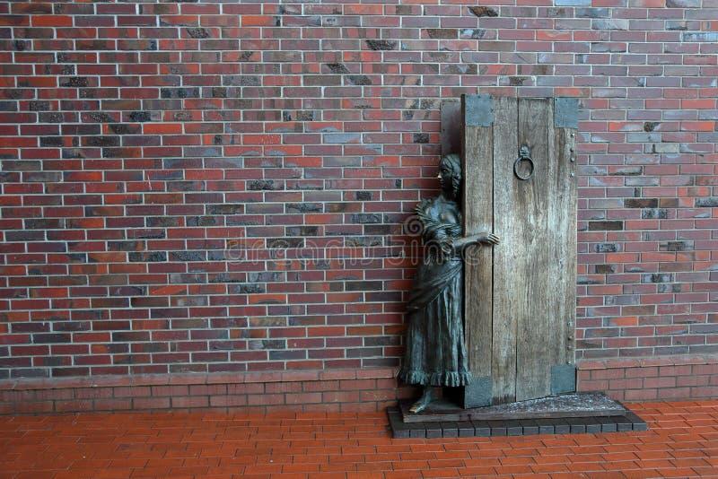 La escultura del mesonero, Kaliningrado, Rusia fotografía de archivo