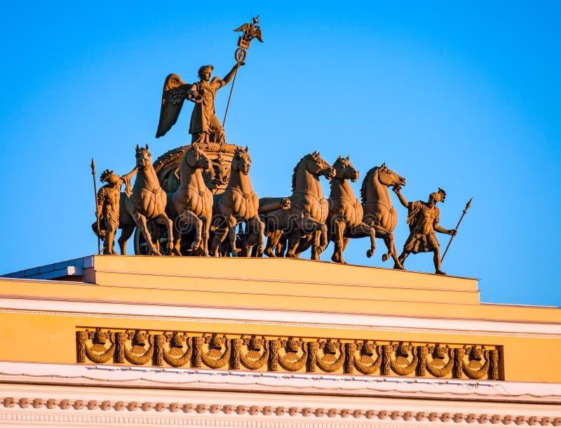La escultura en el arco de las jefaturas principales, St Peters imagen de archivo libre de regalías