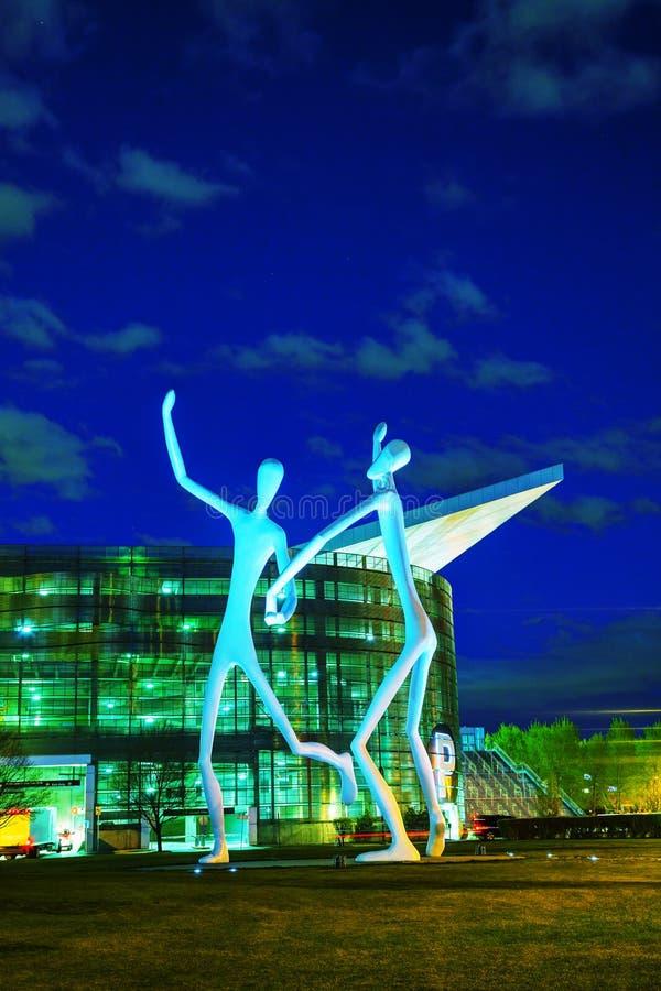La escultura pública de los bailarines en Denver fotografía de archivo