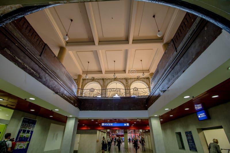 La estación central histórica en Praga, República Checa imágenes de archivo libres de regalías