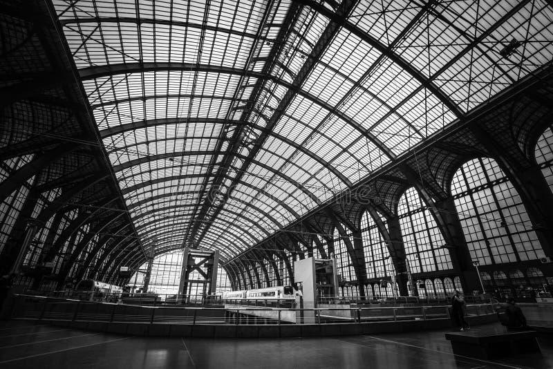 La estación de tren central en Amberes fotos de archivo