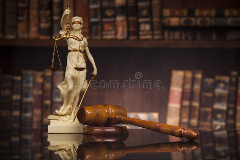 La estatua antigua de la justicia, ley, reserva el fondo foto de archivo libre de regalías