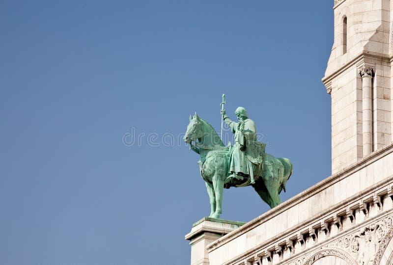 La estatua de bronce del jinete guarda Sacre Coeur imágenes de archivo libres de regalías