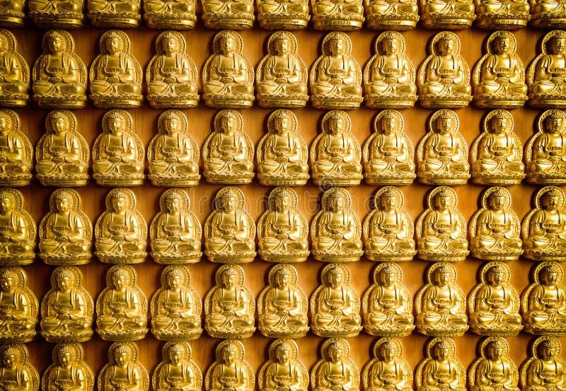 La estatua de Buda en pared china del templo imagen de archivo