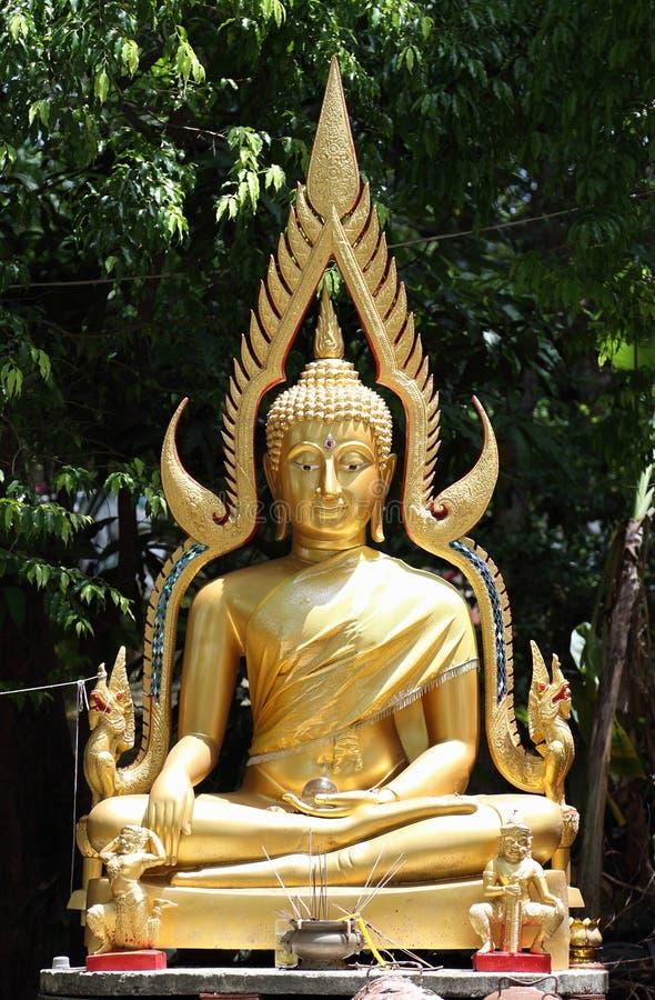 La estatua de Buda en templo foto de archivo libre de regalías