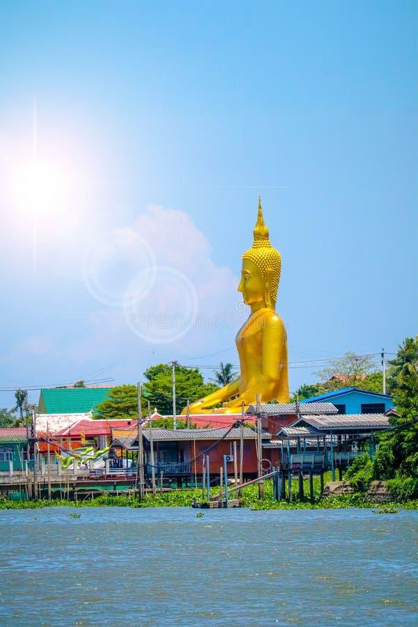 La estatua de Buda fotografía de archivo