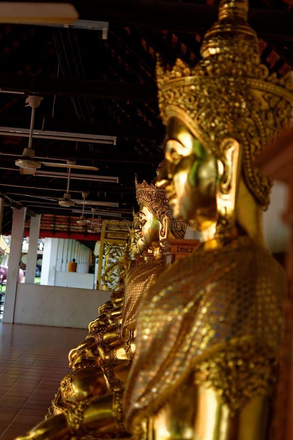 La estatua de Buda: Fe en la religión foto de archivo libre de regalías
