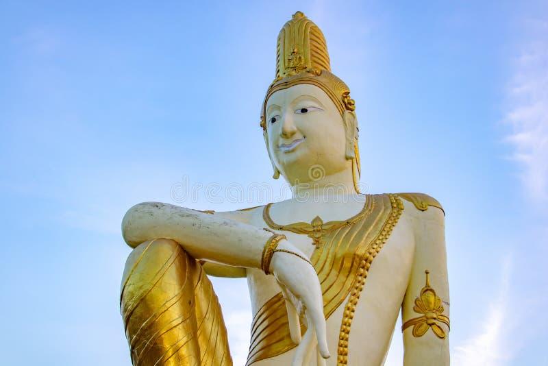 La estatua de Buda futuro Maitreya imagen de archivo libre de regalías