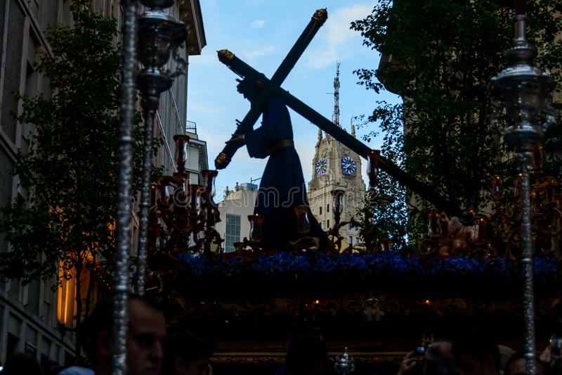 La estatua de Cristo que sale de la iglesia fotografía de archivo
