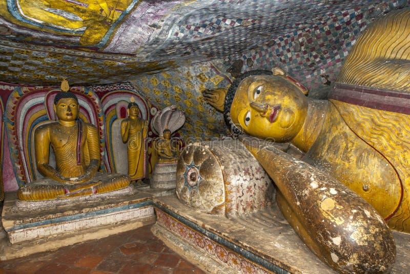 La estatua de descanso de Buda en la cueva cinco en los templos de la cueva de Dambulla en Sri Lanka central imagen de archivo libre de regalías