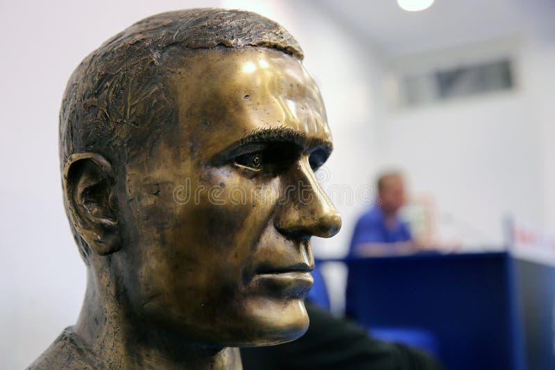 La estatua de Gheorghe Hagi fotos de archivo